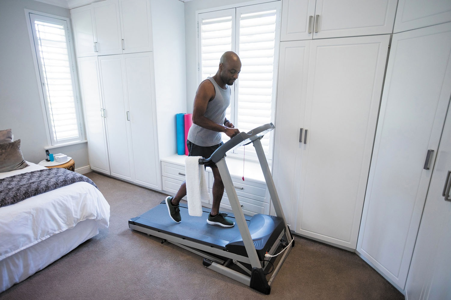 Treadmill or exercise bike: check out personal trainer tips